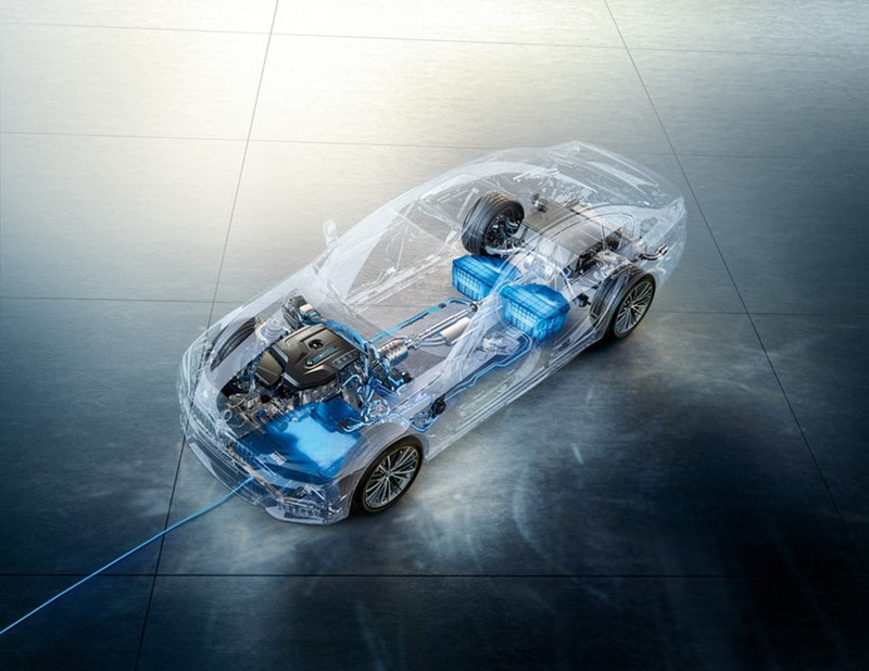 Sustav uključuje GroundPad, CarPad te odgovarajuću izolaciju koja štiti automobil i putnike od elektromagnetskog zračenja