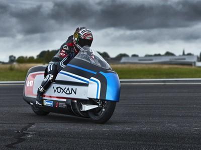 Električni motocikl hlađen suhim ledom napada brzinski rekord